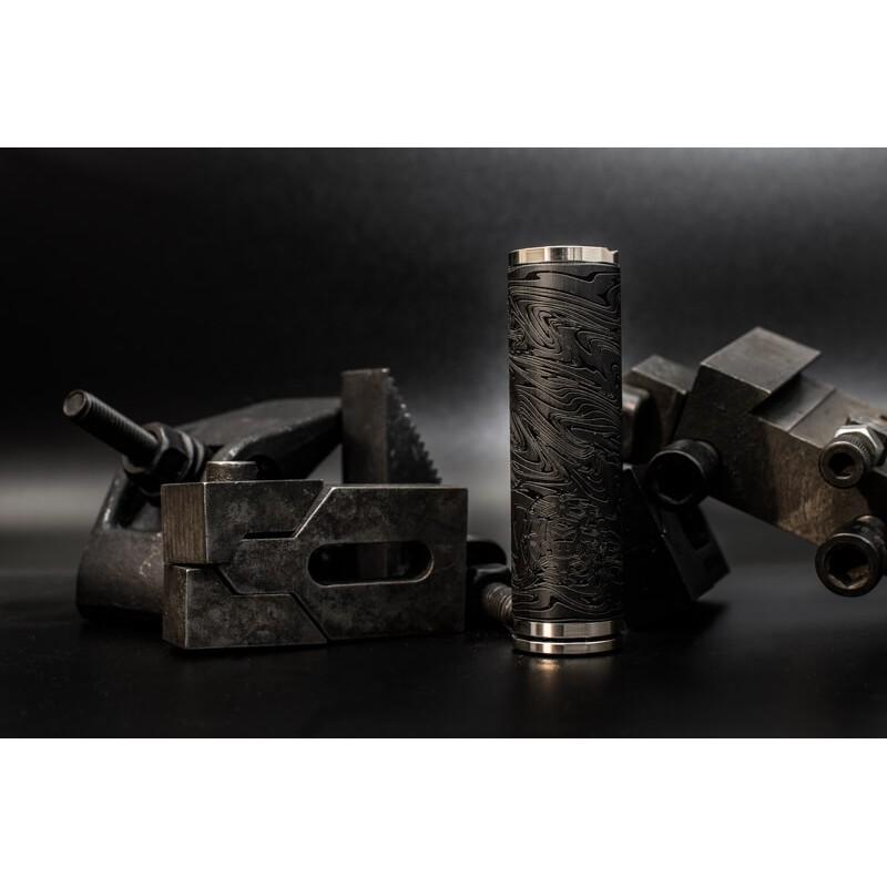 Le 28 carbone mat ( 21700 diamètre 28 mm )